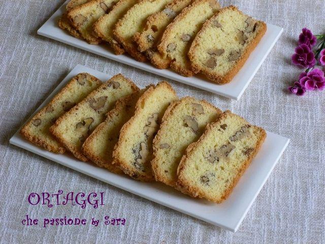 Biscotti 3 ingredienti con noci. Questi biscotti sono ottimi e friabili, uno tira l'altro. Sono preparati con solo 3 ingredienti e tutti dello stesso peso.