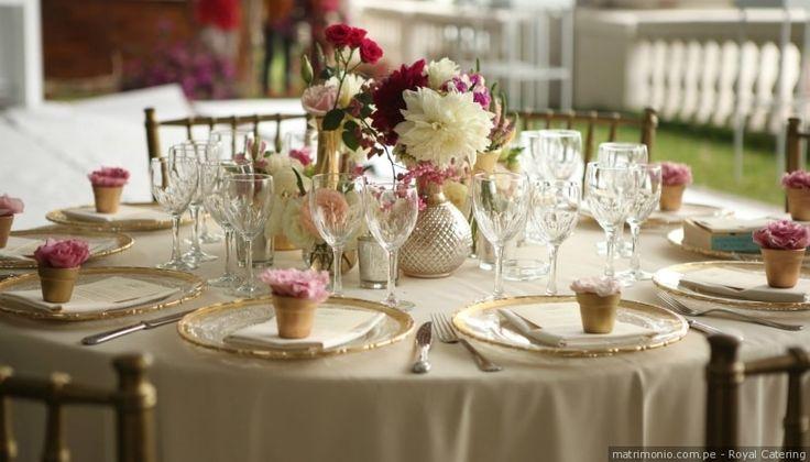 Decoración natural con flores para tus mesas de matrimonio #mesas #decoracion #recepcion #catering #centrosdemesa #boda #matrimonio #table #decoration #centerpiece #wedding #celebration