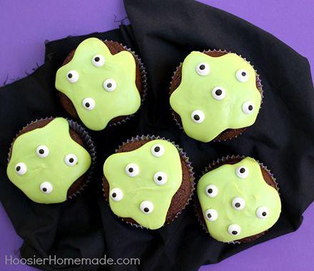 トイストーリーのリトルグリーンメンみたいな「モンスターカップケーキ」