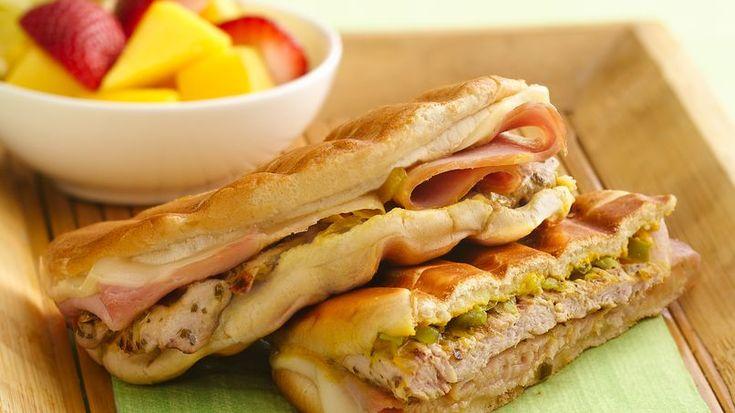 ¡Con puerco, jamón y queso, los paninis satisfacen el apetito!