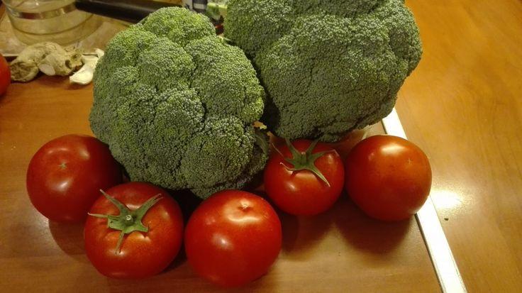 Imádjuk a zöldségeket, gyümölcsöket, s mert mi szeretjük, ezért a gyerekeink is szeretik. Szerintem azért is eszik ők is jóízűen, mert látják...