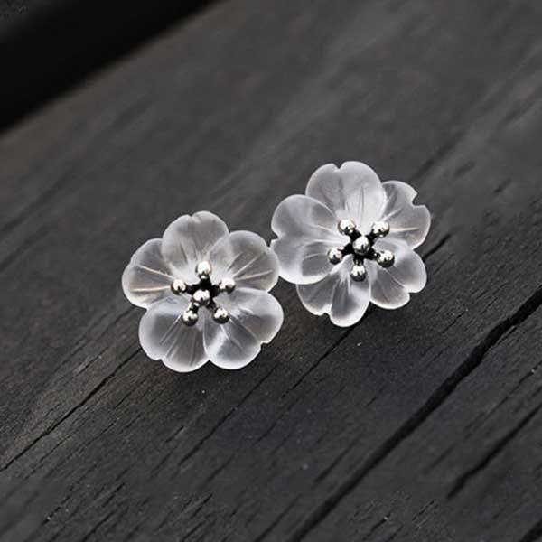 Absolutely beautiful crystal and sterling silver lotus flower earrings. https://figandwattle.com.au/collections/ladies-silver-jewellery/products/crystal-flower-earrings