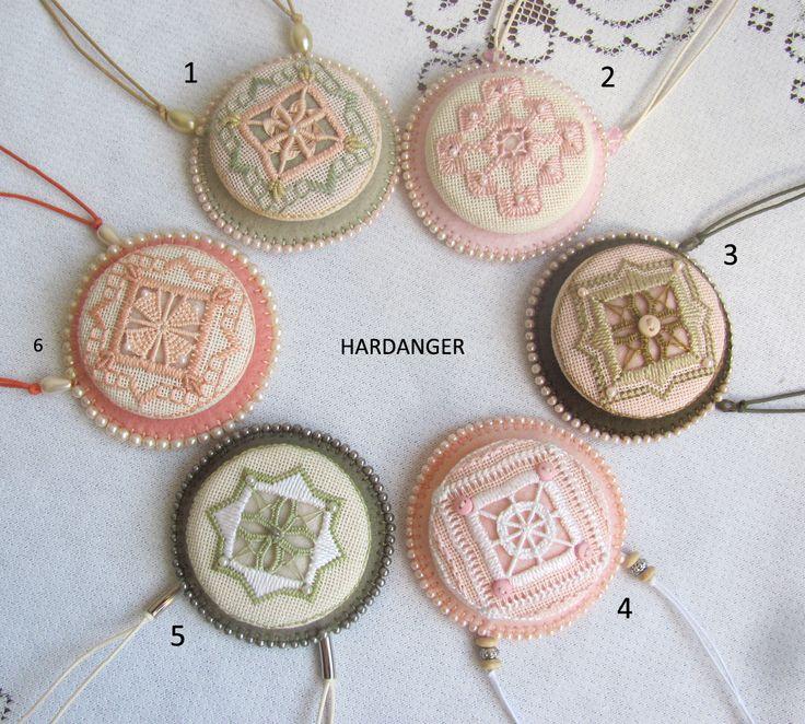 Medalhões bordados em Hardanger ROSA SIROTA São Paulo - Brasil