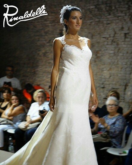 Gardenie in giaconetta di varie misure provenienti dalla Francia a impreziosire i cappelli di Michelle Molinaro. Abito Magnani Sposa. Insieme di grande effetto!!! #cappello #cappelli #hat #instalike #instafun #instalife #fashion #womenfashion #madeinitaly #livorno #madeinitaly #moda #modadonna #fascinator #artigianato #modisteria #modella #modelle #fashionphoto #accessori #stile #style #l4l #concorso #modella #modelle #bellezza #model #girl #wedding #bride