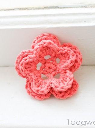 5-Petal Crochet Flower, free pattern at www.1dogwoof.com