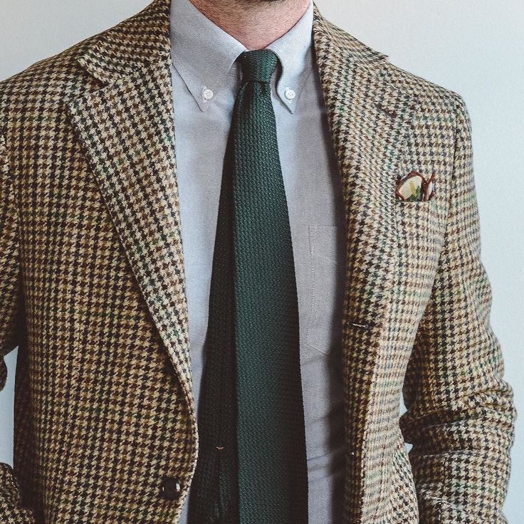 Last post of this one from a photo I took last week. I ended up selling it as I just kept thinking something else might work better for me. It is an incredible jacket though from @spiermackay and I hope the new owner loves it! . . . #spierandmackay #drakes #tieyourtie #rakish #rakishgent #classicmenswear #stylishmen #menstailoring #stylishgent #sartorial #madetobeworn #styleforum #dandystyle #mnswr #ptoman #mensweardaily #menswearblog #mensjackets #dapper #dappered #sprezzatura #style…