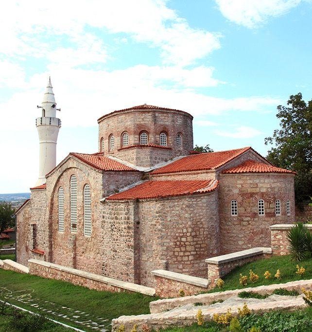 Küçük Ayasofya(Gazi Süleyman paşa) camii/Vize/Kırklareli/// Kale Mahallesi'nde iç ve dış surlar arasındadır. 6. yüzyılda Jüstinyen döneminde kilise olarak yapılmış, 14.yüzyılın ikinci yarısında cami olarak düzenlenmiş olup halen cami olarak ibadete açıktır.