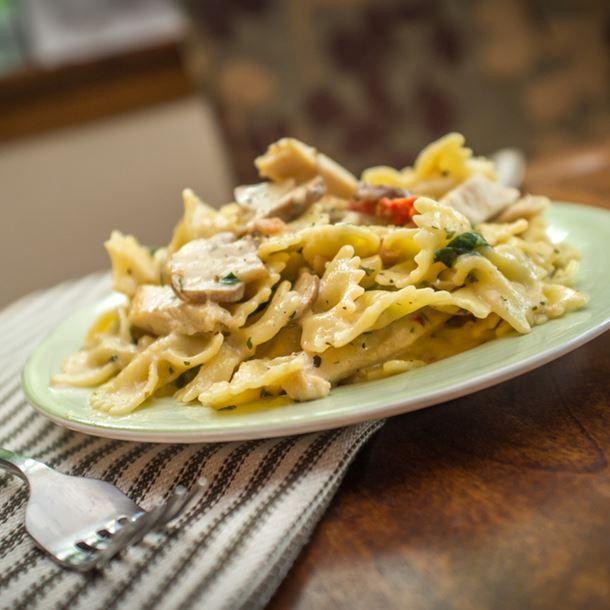 Farfalles au poulet, sauce crème au curry | Cuisine AZ