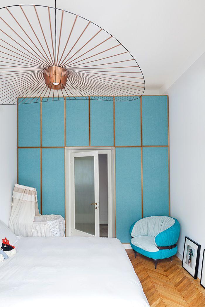 Un peu de XIXe, évidemment XXe... et définitivement contemporain : l'appartement du designer Pietro Russo affiche une élégante et intemporelle modernité. © Filippo Bamberghi / Photofoyer