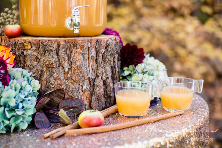 Serve me up a cup of this delicious apple cider! Perfect setting for our Gold Sequin linen