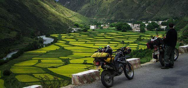 Viaggi in #moto: ecco come risparmiare sul carburante @adacto #travel #lowcost http://paperproject.it/motori/stacca-i-piedi-e-vola/viaggi-moto-risparmia-carburante/
