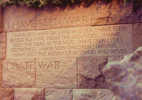 J'AI VU LA GUERRE. J'ai vu la guerre sur Terre et sur Mer. J'ai vu le sang couler des blessés... J'ai vu les morts dans la boue. J'ai vu les villes détruites... J'ai vu les enfants affamés. J'ai vu l'agonie des mères et des épouses. JE HAIS LA GUERRE.