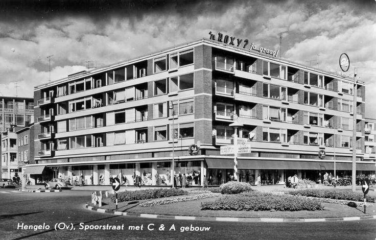 De Spoorstraat in Hengelo omstreeks 1962 met C&A