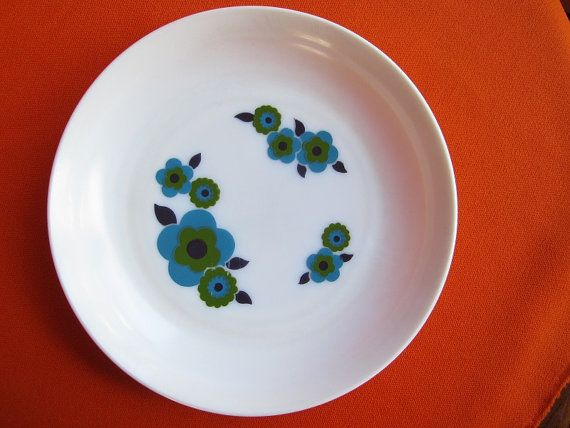 Four Arcopal France Lotus milk glass dinner soup plates serving platter dish (Flower Power pattern three different colours yellow red blue) & 31 best Arcopal images on Pinterest | Dinnerware Pyrex and Vintage ...