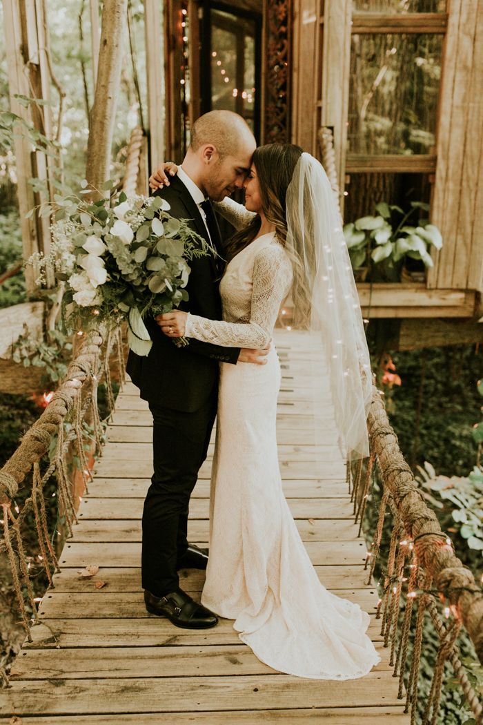 We can't believe this couple got to get married in a treehouse! | Image by Vic Bonvicini Photography