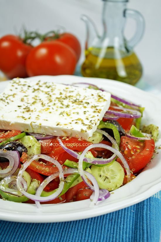 The authentic Greek Salad (Horiatiki) #salad #Greek #authentic #Greeksalad #horiatiki #chortiatiki