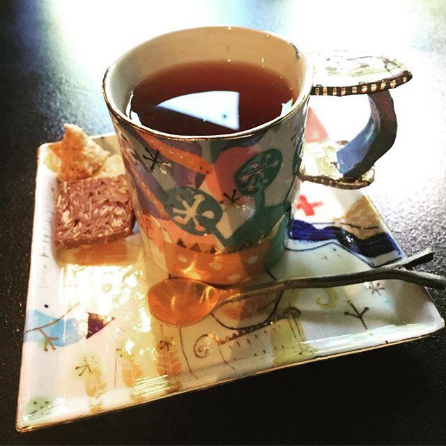 Instagram media by cowboyon1000 - ギャラリーに置いてある作家さんの作品で珈琲や紅茶が頂けます😊  #ウエダキヨアキ