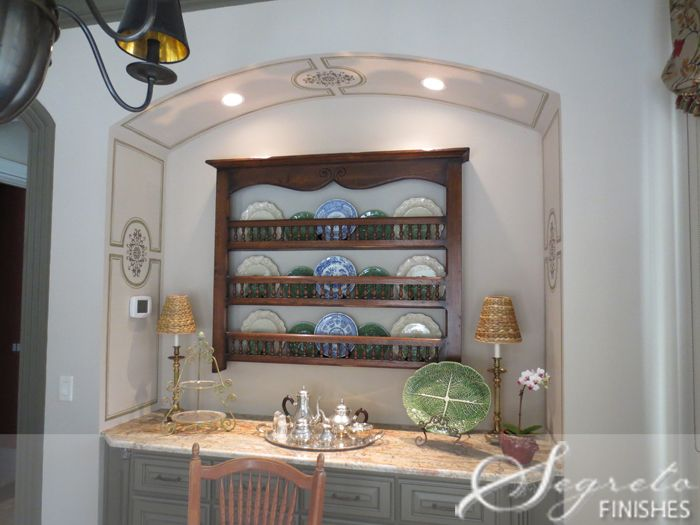 handpainted wall panels added to the buffet niche: Buffet Niche, Color