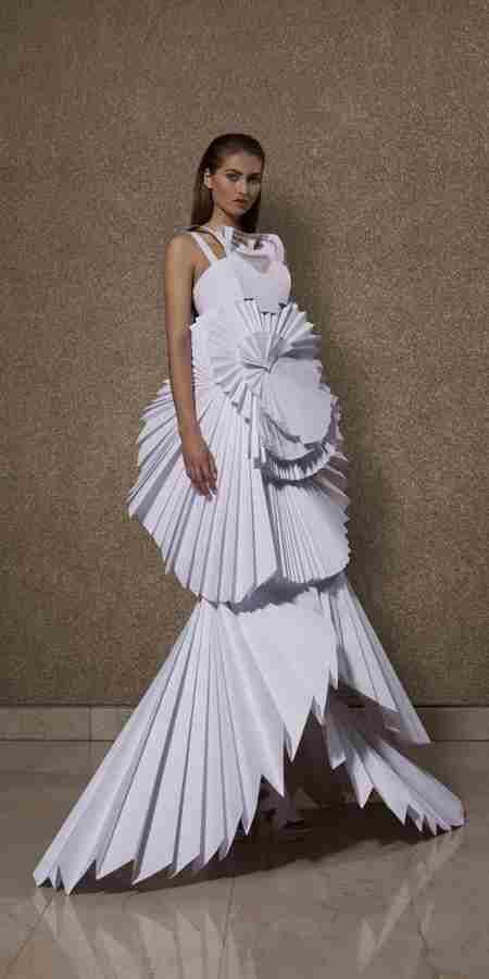 Google Afbeeldingen resultaat voor http://www.fashioncontrast.com/wp-content/uploads/2011/03/paper-dress.jpg