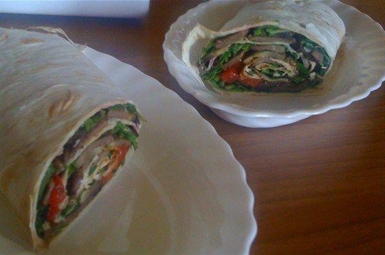 Ролл-сэндвич с языком, рукколой и шампиньонами рецепт – средиземноморская кухня: сэндвичи. «Афиша-Еда»