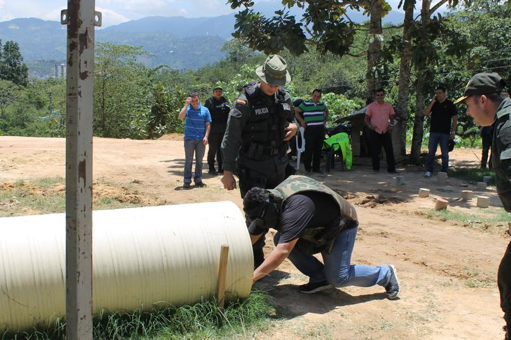"""Ciudadanos que dijeron si, a """"ponerse en las botas"""" de nuestros policías del GAULA. vivieron la experiencia de ser Gaula por un día. Atendieron y resolvieron exitosamente un secuestro."""