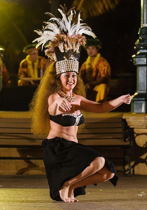 Moena Maiotui performing.