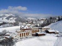 #HOTEL #FLACHAU #WAGRAIN #ZAUCHENSEE #günstig buchen Sporthotel Wagrain in Flachau-Wagrain www.winterreisen.de Das exklusive 4-Sterne-Sporthotel Wagrain liegt unmittelbar neben der Grafenbergbahn. Die Skiabfahrt ist bei guter Schneelage bis zum Hotel möglich. In ca. 300 m haben Sie außerdem die Möglichkeit, in die Langlaufloipe einzusteigen. Das Zentrum von Wagrain mit Einkaufsmöglichkeiten befindet sich in etwa 400 m Entfernung.