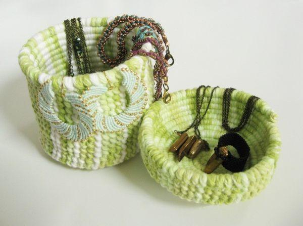 Cesta hecha de cuerda desenvainada puede tener el color y el estilo de su elección (Foto: howdidyoumakethis.com)
