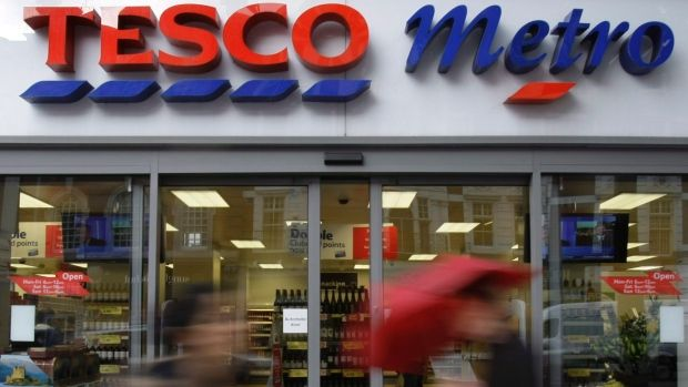 LONDON - Tesco, Britain's biggest retailer, is extending its same day online grocery delivery service across the whole of the country, it said on Monday, ratcheting up competition in the cut-throat …