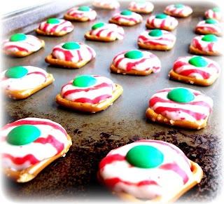 {Peppermint Pretzel Kisses} must make #holiday #treats #gifts #nom www.bodycandy.com
