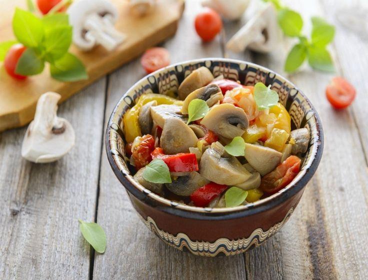 Κάτι γευστικό και με λίγες θερμίδες; Σαλάτα με παντζάρια και μανιτάρια Μια σαλάτα ολόκληρο γεύμα! Ξεκίνα την εβδομάδα σου με κάτι ελαφρύ.