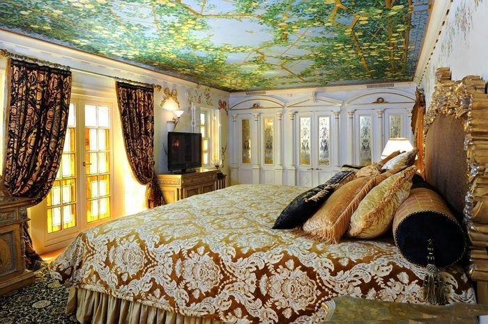 Versace, Versace Home, most expensive summer homes of celebrities, expensive most expensive celebrity  homes, luxury celebrity homes, Miami houses. For More News: http://www.bocadolobo.com/en/news-and-events/