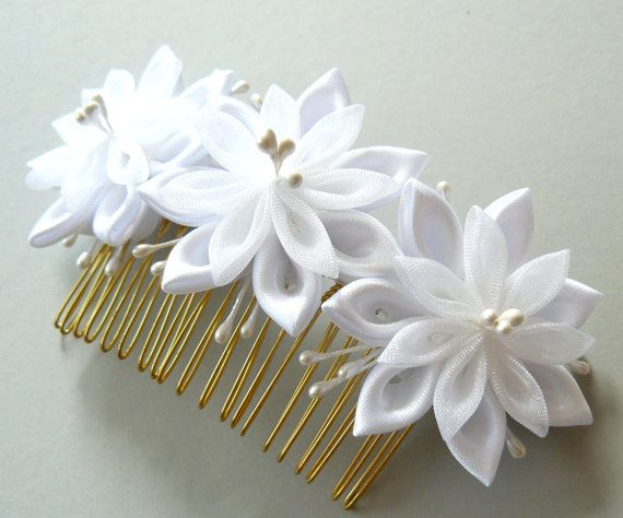 White Bridal Kanzashi Fabric Flower hair comb . Bridal Hair piece. Kanzashi hair comb. Wedding kanzashi.