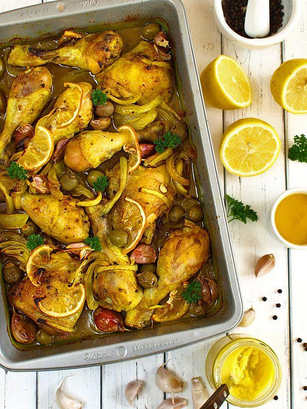 Żółty kurczak z cytrynami, cebulą, czosnkiem i oliwkami - film video