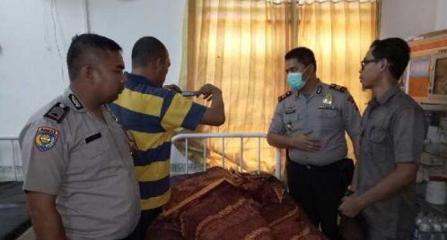 RiauJOS.com, Kampar  -Sarmi 35 tahun, seorang perempuan warga Kecamatan XIII Koto Kampar, Kabupaten Kampar Provinsi Riau tewas ditangan s...