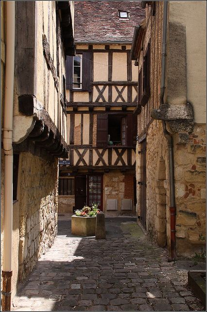 You can almost hear horses hoofs on the cobblestones.       Bergerac ~ Dordogne