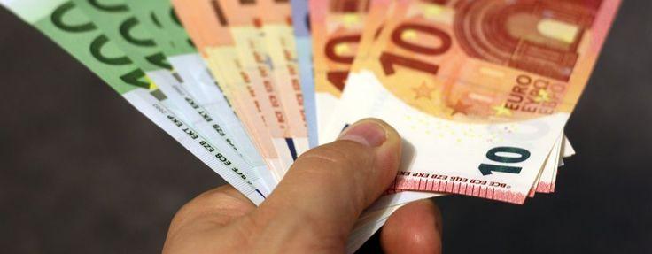 ¿Quién no ha prestado dinero a un familiar o a un amigo? Te contamos todos los supuestos y claves para que se haga de manera legal http://www.blogavantislegal.es/2016/06/claves-prestar-dinero-familiares/