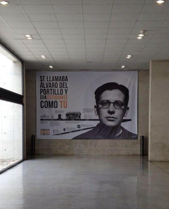 Infografía de Álvaro del Portillo en la Facultad de Comunicación de la Universidad de Navarra.