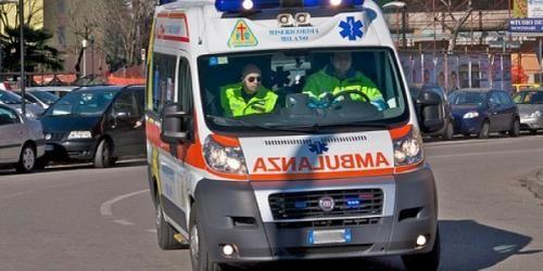 Cronaca: #Ferrara  #auto contro albero sulla Provinciale 15 | Muore un 21enne  sul posto i sanitari... (link: http://ift.tt/2czCN88 )