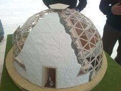 Cúpula geodésica contiene 360 triángulos de 6 medidas diferentes. Vivienda unifamiliar construida con varios tipo de madera y PVC. Geometría Sagrada.