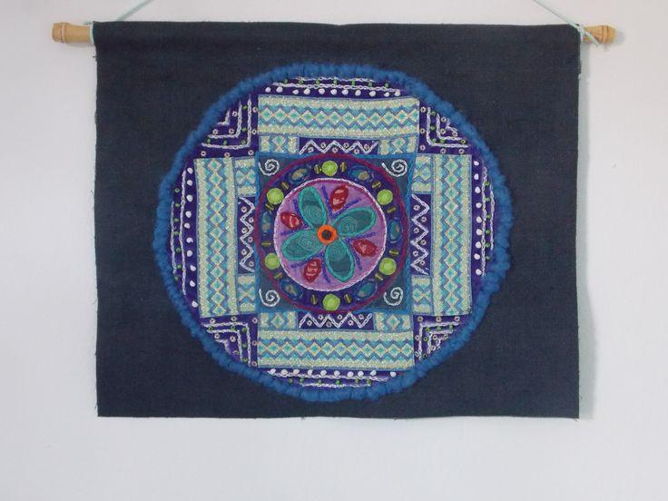 mandala 53 cm diametro realizzato in tessuto.