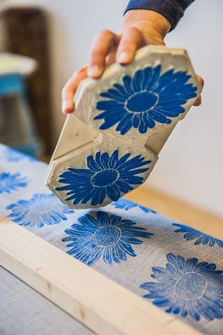 Lovely big daisies printed on linen lakattun                                                                                                                                                      More