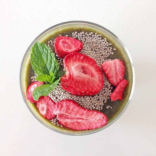 """""""A very green #iqssmoothie Strawberry Daiquiri- topped with chia seeds and freeze-dried strawberries!  #iqs #iqs8wp #iqsjerf #smoothie"""""""