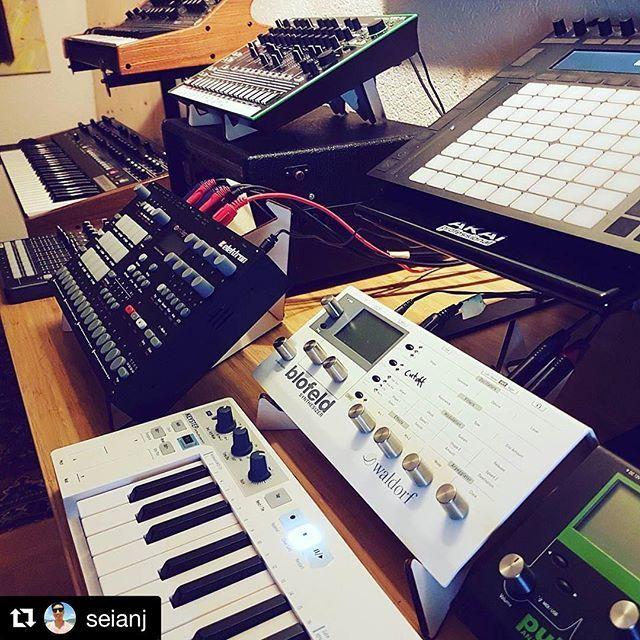 #Repost @seianj ・・・ Angle of Attack  @cremacaffeshop #cremacaffedesign  #blofeld #pulse2 #analogrytm #tr8 #abletonpush #keystep #launchcontrol #prophet6 #sub37 #ableton #waldorf #elektron #roland #dsi #moog #arturia ・・・ Tabletop Stands in use: • KOSMO http://cremacaffedesign.com/kosmo/ • SPIKE http://cremacaffedesign.com/spike/ • KOLIBRI http://cremacaffedesign.com/kolibri/