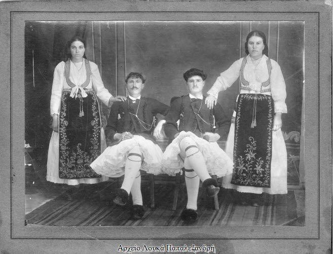 Η παραδοσιακή φορεσιά της Αράχωβας - Από το βιβλίο, «Ο ΑΦΕΝΤΗΣ ΑΊ ΓΙΩΡΓΗΣΤΗΣ ΑΡΑΧΩΒΑΣΚΑΙ ΤΟ ΠΑΝΗΓΥΡΑΚΙ» των Κ. Λούσκου και Ε. Νικολιδάκη