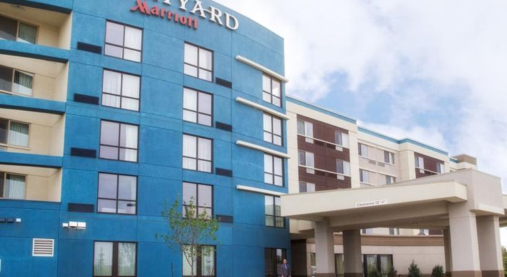 CAD 117.20 This Edmonton, Alberta hotel is just 5 km from the indoor amusement park at the West Edmonton Mall.
