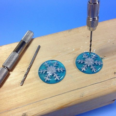 Tool Review : Hand Drills for Resin and Polymer Clay Jewelry