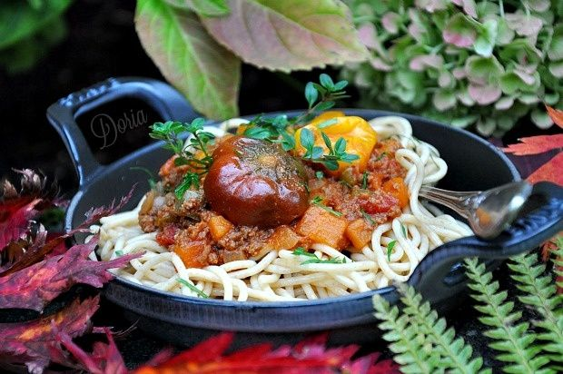 Spaghetti Bolognese of red pepper and small peppers - Spaghetti complète à la bolognaise de poivron rouge et petits piments - La cuisine de Doria