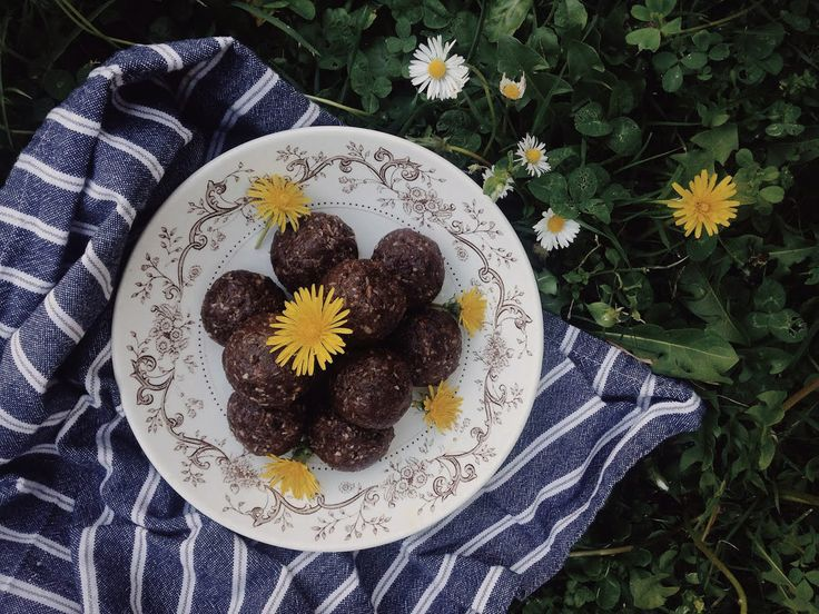 This week for the positive project, we will prepare ourselves for the week by making a batch or two of wholesome & nourishing snacks. Perfect for when you are feeling like a little afternoon pick me up!  To help you feel inspired, we have shared our recipe below for these irresistible cocoa & dandelion root truffles. Enjoy!