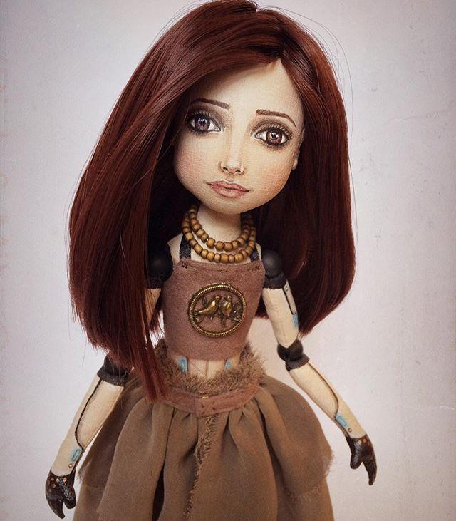 Ну и фото номер три) для симметрии. Хотя в моём Иг симметрия и порядок никак не приживутся 😁😉 Рост 28 см. Шарниры из натурального шунгита.  Продаётся.  #портрет#кукла#девушка#мастеримаргарита#киборг#куклаизткани#другиекуклы#фэнтези #шатенка #ручнаяработа#куклыеленыхайдуковой #робот#авторскаякукла#cyborg #fabricdoll #dollartistry #doll#artdoll#art#robot#fantasy#текстильнаяшарнирка